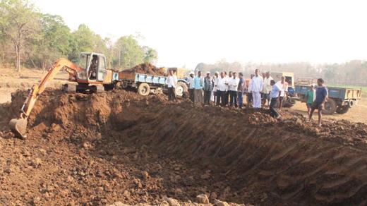 タタ日立社による浚渫工事の様子